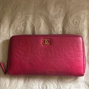 Bags - Chanel pink wallet
